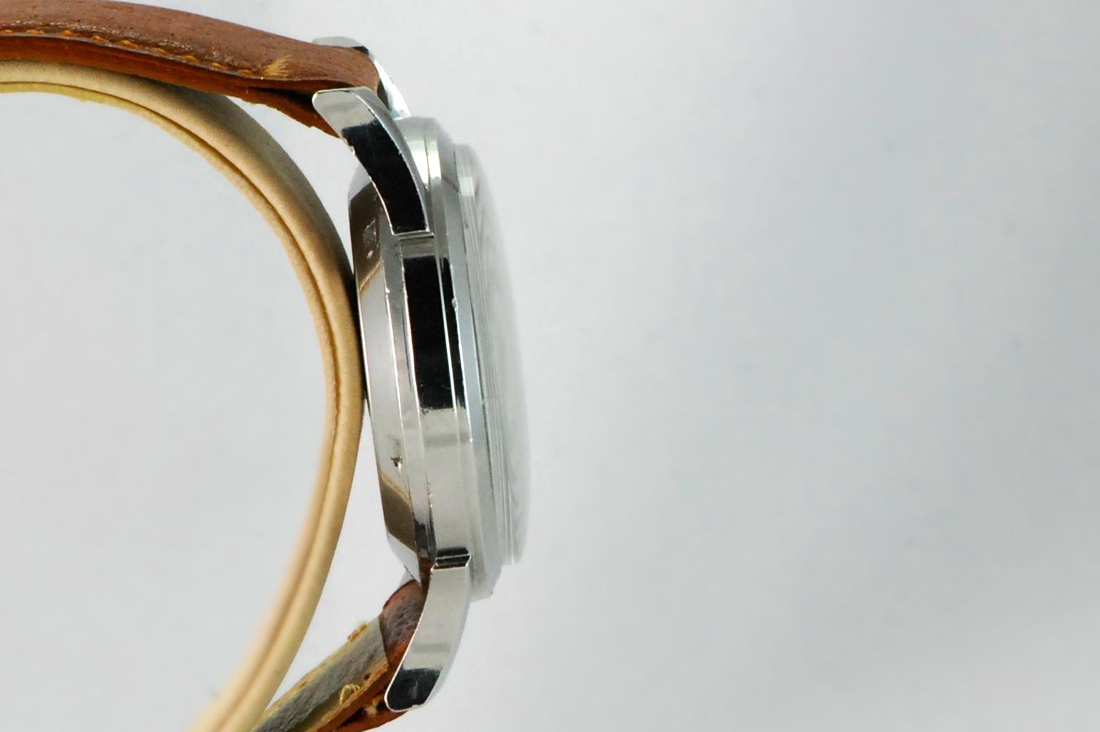 Croton Nivada Alarm Fancy Lugs 82